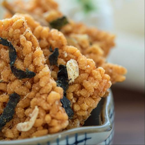 海鲜风味糯米锅巴蟹黄咸蛋黄味网红美食休闲食品手工