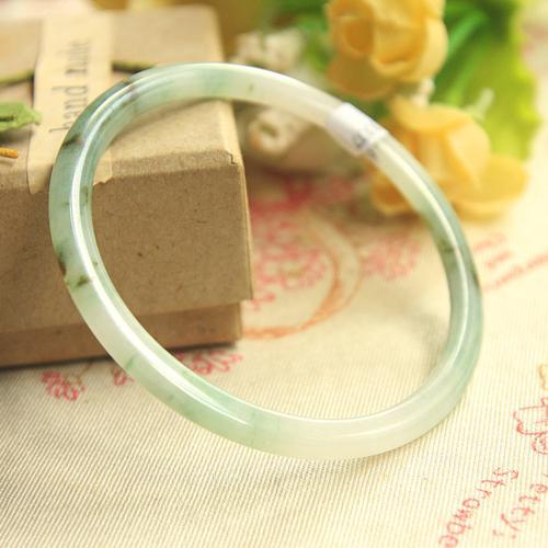天然翡翠玉石57mm细叮当镯阳绿 细玉镯子a货细手镯小冰条 少女镯