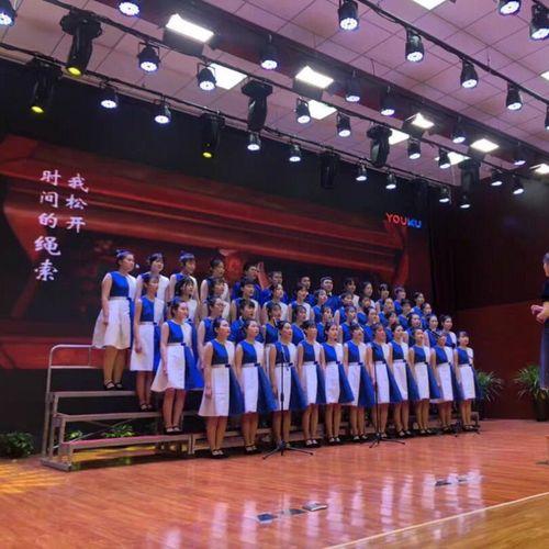 小孩子表演穿的六一儿童节大合唱团演出服中小学生诗歌朗诵比赛舞蹈