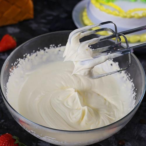 淡奶油250ml淡奶油250ml动物性稀鲜蛋奶油diy蛋挞做蛋糕打发裱花