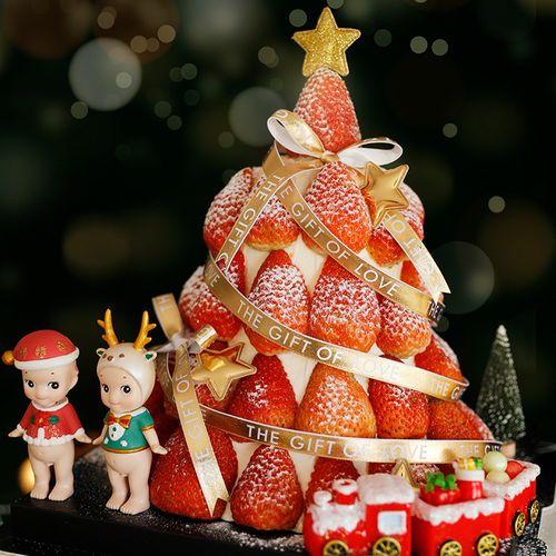 圣诞节草莓蛋糕塔装饰摆件圣诞鹿角红帽天使娃娃闪亮