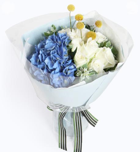 永远的幸福----白玫瑰9枝,蓝绣球1枝,黄金球5枝,叶上花7枝(黄金球为